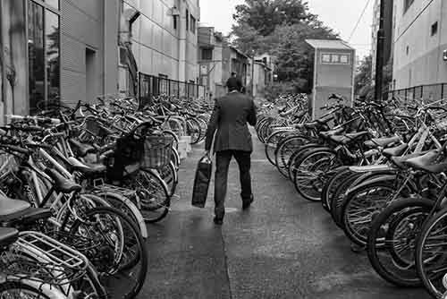 japan-street-photography-43-580888a414301__880