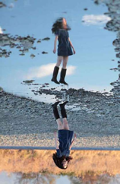 amazing-reflections-optical-illusions-37-5836d9316998a__700