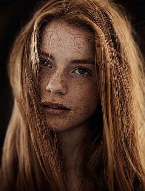 freckles-redheads-beautiful-portrait-photography-62-58358bcd71ec7__700