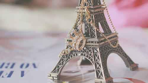 eiffel_tower_souvenir_jewelry_macro_67411_3840x2160-768x432
