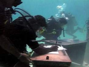 art.underwater.meeting.2.cnn