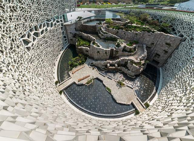 oval-pool-courtyard-shanghai-natural-history-museum-by-perkinswill