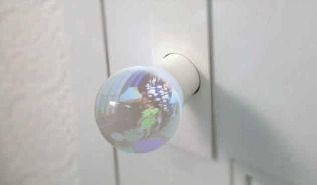 Стеклянная дверная ручка, в которой можно увидеть всё, что происходит в соседней комнате. Теперь вы будете знать, к чему готовиться, прежде чем войти.