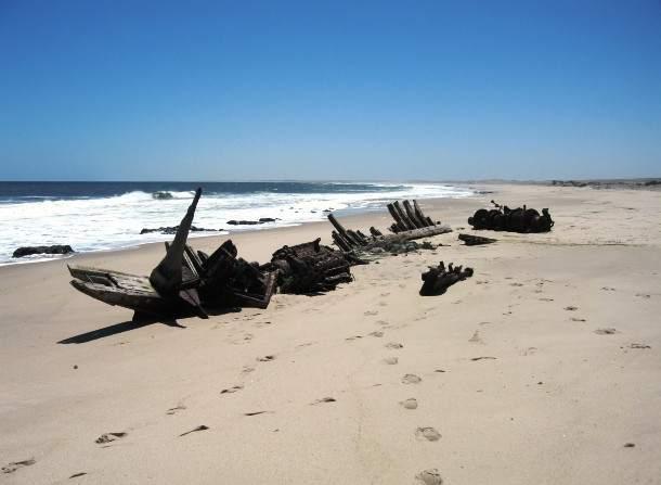 Shipwreck-skeleton-coast-610x447
