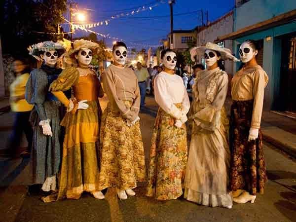 unique-festivals-around-the-world-dia-de-los-muertos-mexico-2__880