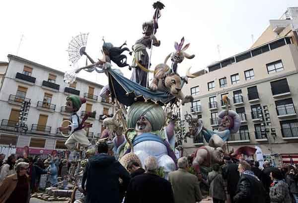 unique-festivals-around-the-world-las-fallas-valencia__880
