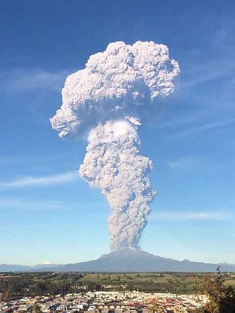 volcano-eruption-calbuco-chile-4__880