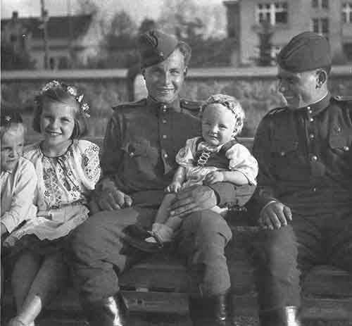 chekhoslovakialiberation001-58
