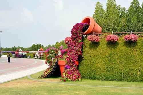 it-is-the-8th-wonder-of-the-world-unique-garden-in-dubai-will-surprise-even-the-most-avid-artnaz-com-4