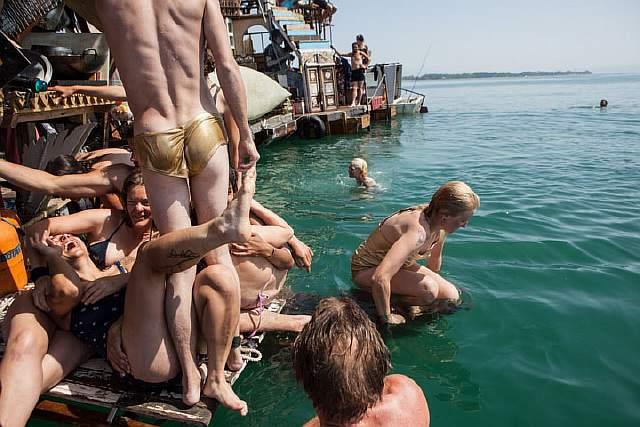 swimming-cities-of-serenissima-artnaz-com-5