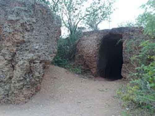 8.-Dongzhong-Cave-School-en.wikipedia.org_-610x459
