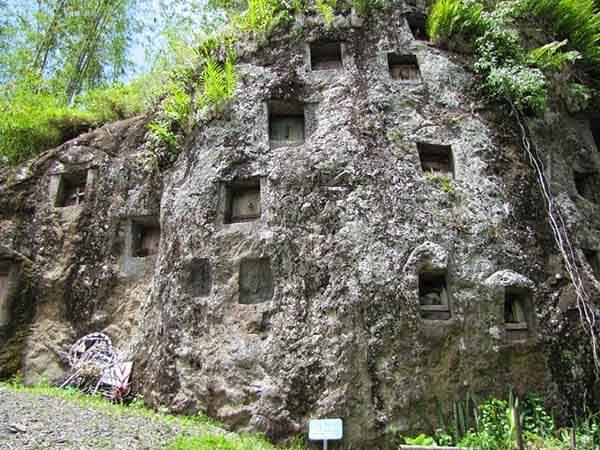 tana-toraja-burials-10[2]