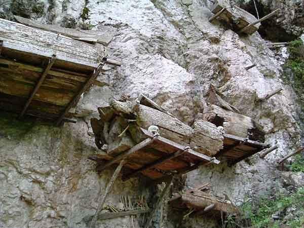 tana-toraja-burials-11[2]