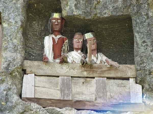 tana-toraja-burials-8[2]