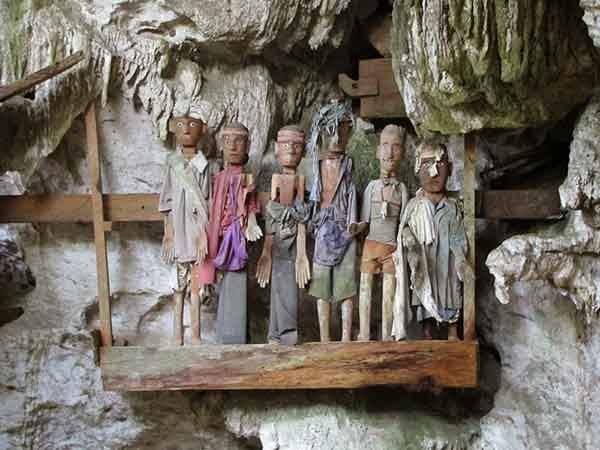 tana-toraja-burials-9[2]
