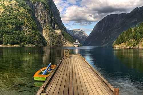 96505-1000-1450851005-5950x3958_mostik-norvegiya-voda-goryi-lofoten