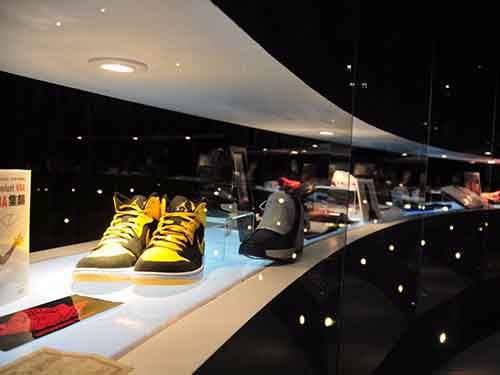 design-studios-restaurants-and-fashionable-shops