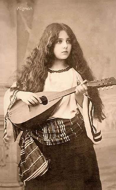 vintage-women-beauty-1900-1910-112__605