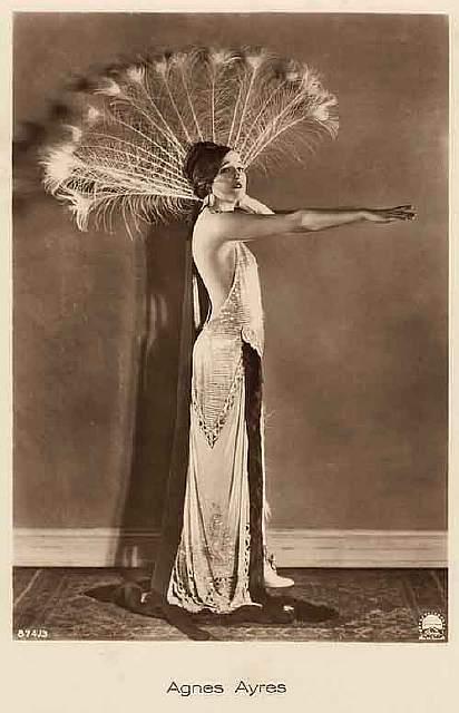 vintage-women-beauty-1900-1910-77__605