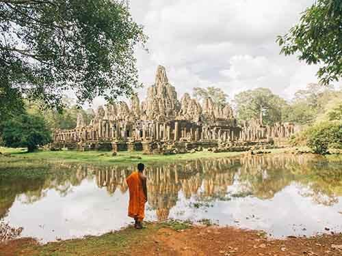 cambodia-monk-scene_94931_990x742