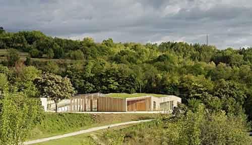 The-Community-Center-in-Poggio-Picenze-by-Burnazzi-Feltrin-Architetti--889x510